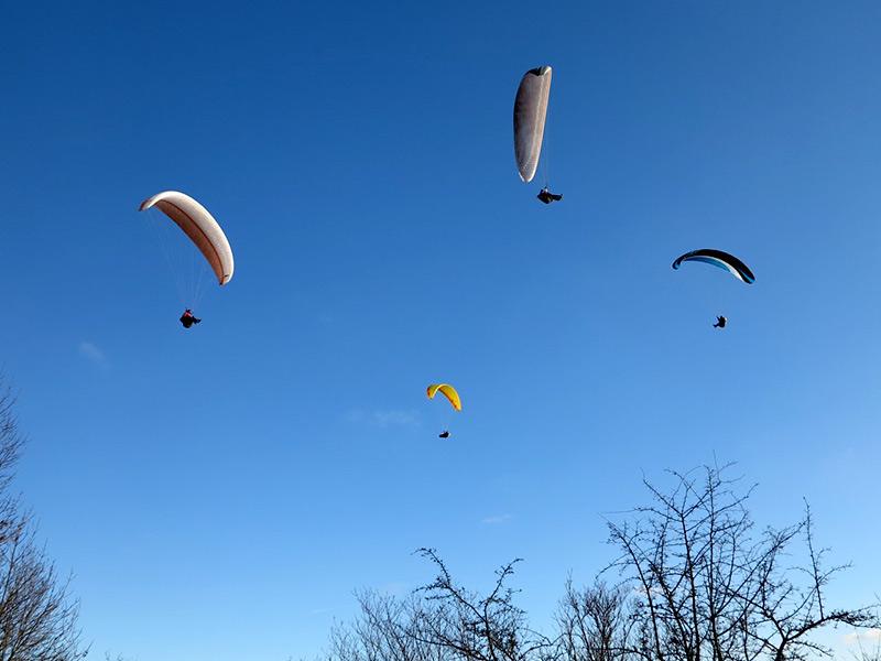 Gleitschirmflieger am Hesselberg