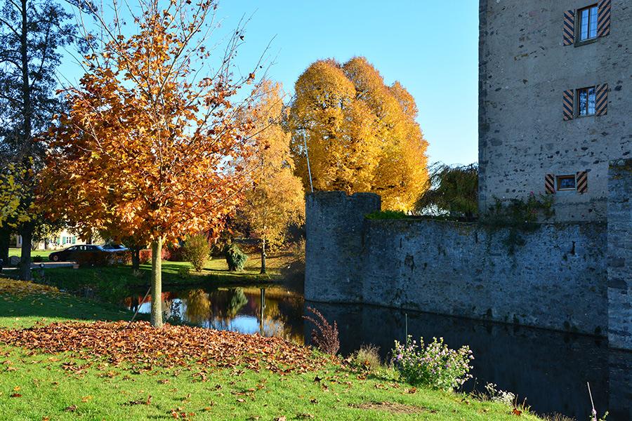 Herbst im Schlosshof Sommersdorf