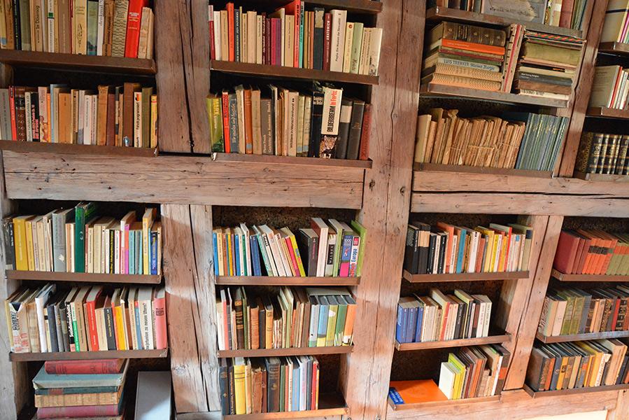 Im Turm - die Bibliothek im zweiten Stock