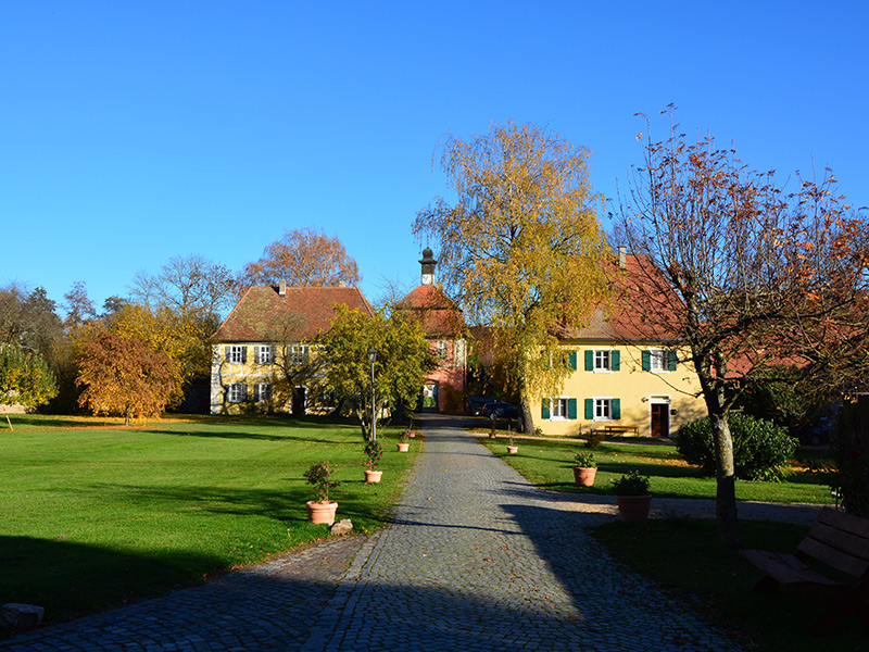 Blick vom Schloss auf Kastenamt, Torturm und Pachthaus