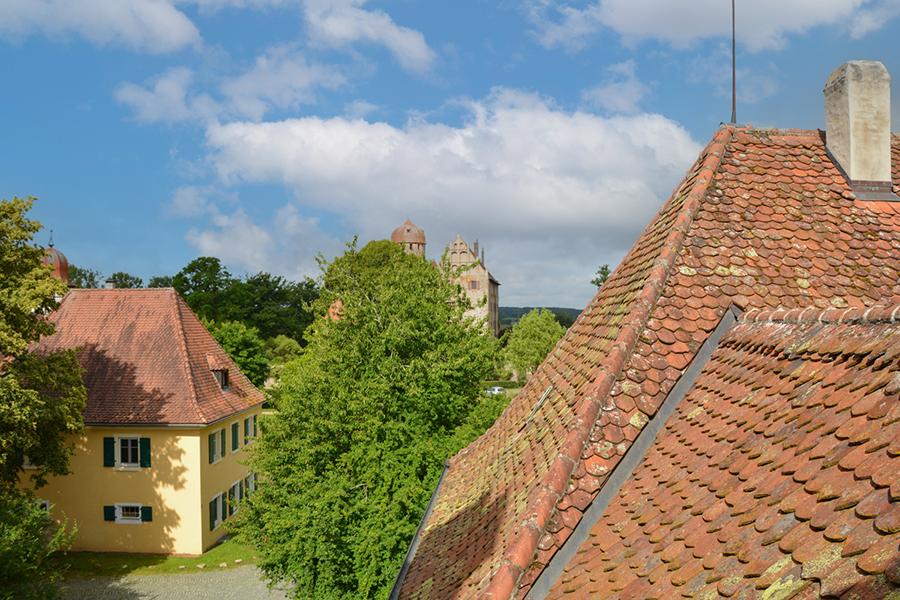Blick aus dem Turm auf Pachthaus, Schloss und Kastenamt
